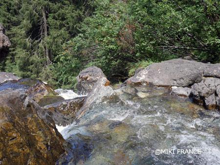 グルノーブルからハイキング♪ベルドン山脈の広大なウルシエール滝 みゅうパリ ブログ記事ページ