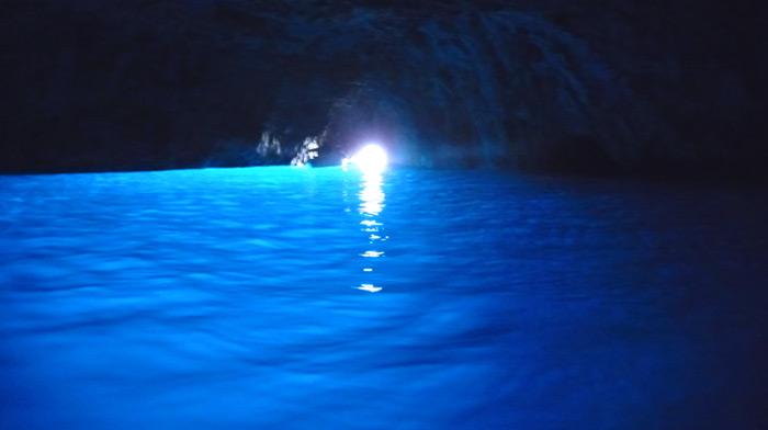 ここ から 青 の 洞窟