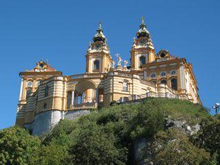 メルク修道院 世界的に知られる「メルク修道院」を見学 メルク到着後、ベ... 世界遺産バッハウ渓
